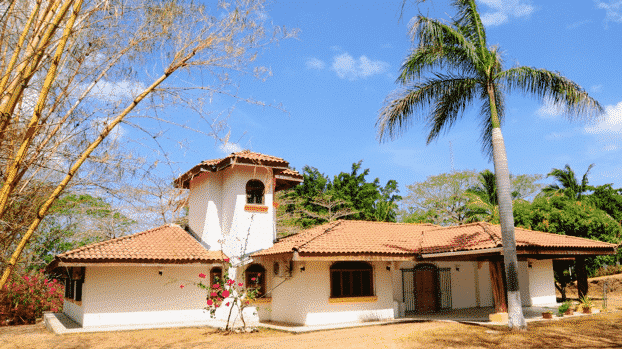 Rare private setting in Tamarindo's Center: 4 Brs House and a Cottage
