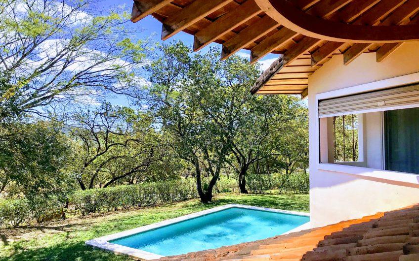 prix r duit magnifique maison familiale avec piscine 10. Black Bedroom Furniture Sets. Home Design Ideas