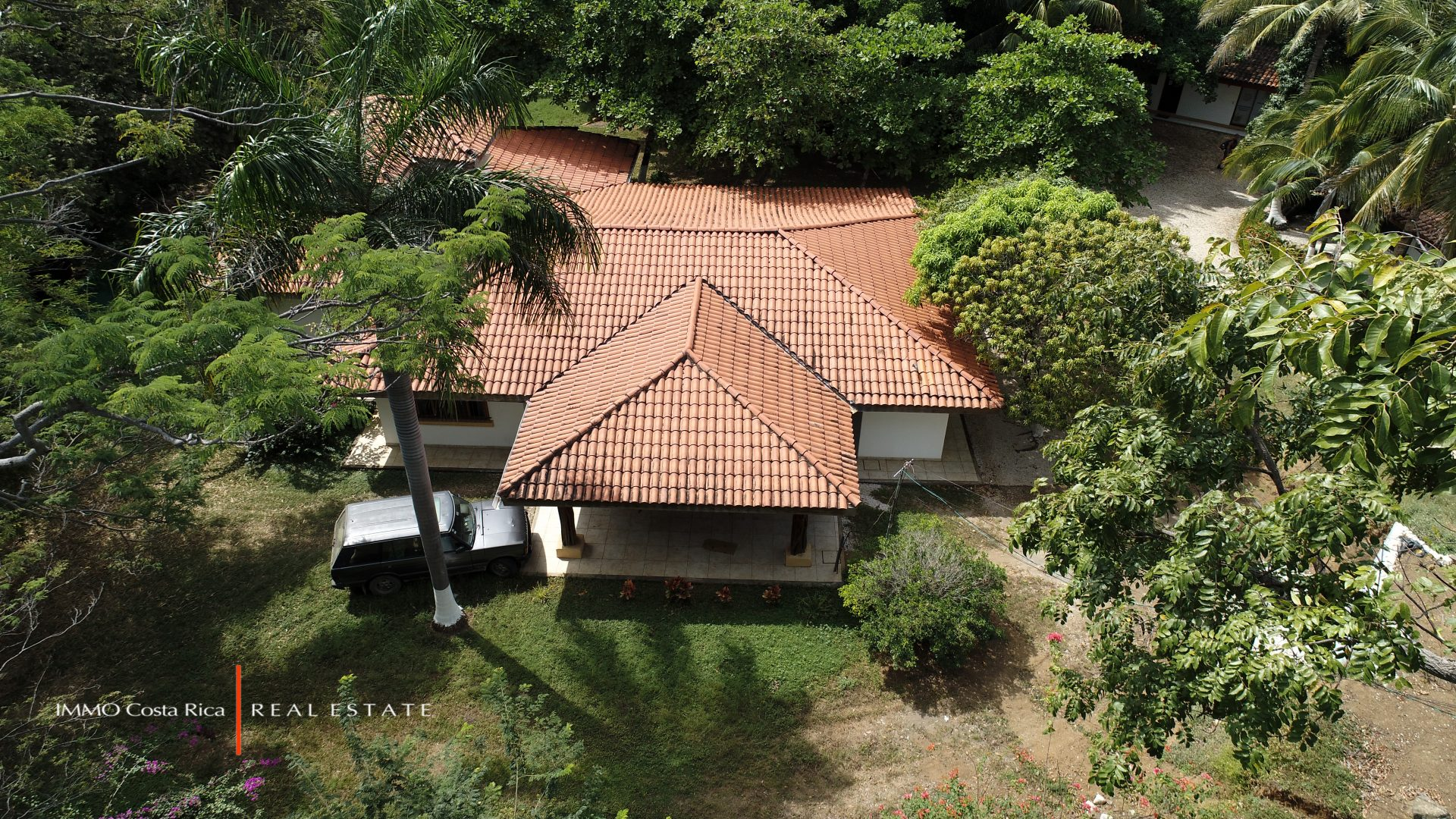 Rare private setting in Tamarindo's Center: 3 Brs House and a Cottage