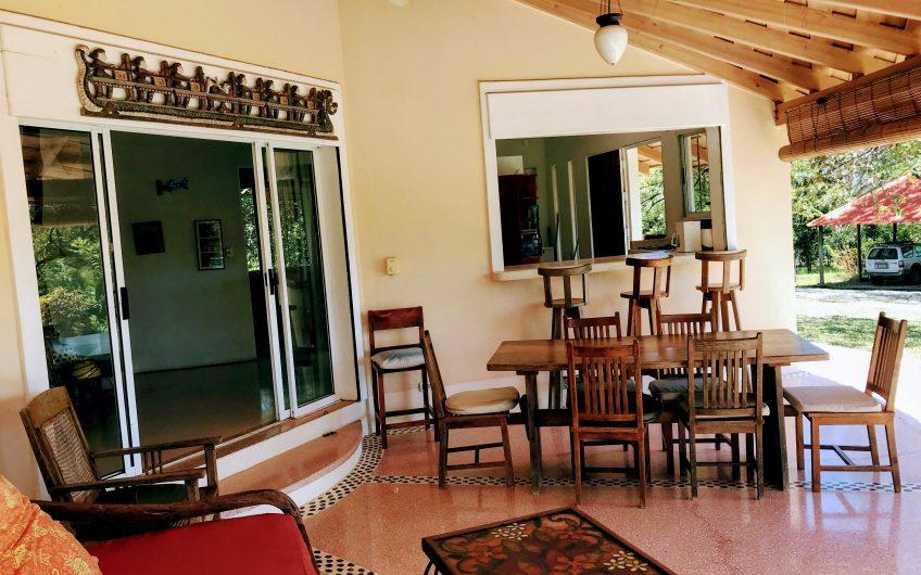 prix r duit magnifique maison familiale avec piscine 10 min de playa tamarindo immo costa rica. Black Bedroom Furniture Sets. Home Design Ideas