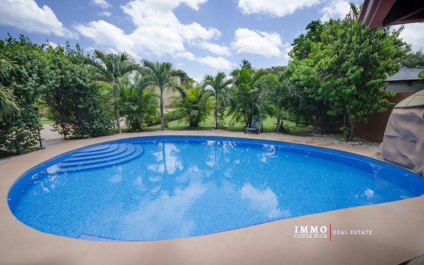Propiedad de rendimiento: 5 condominios y 2 casitas a 15 min. de Playa de Tamarindo