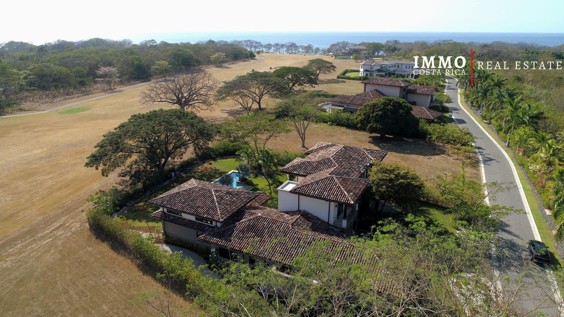 Villa 180º de vue imprenable sur le golf dans un Domaine Privé en bord de mer