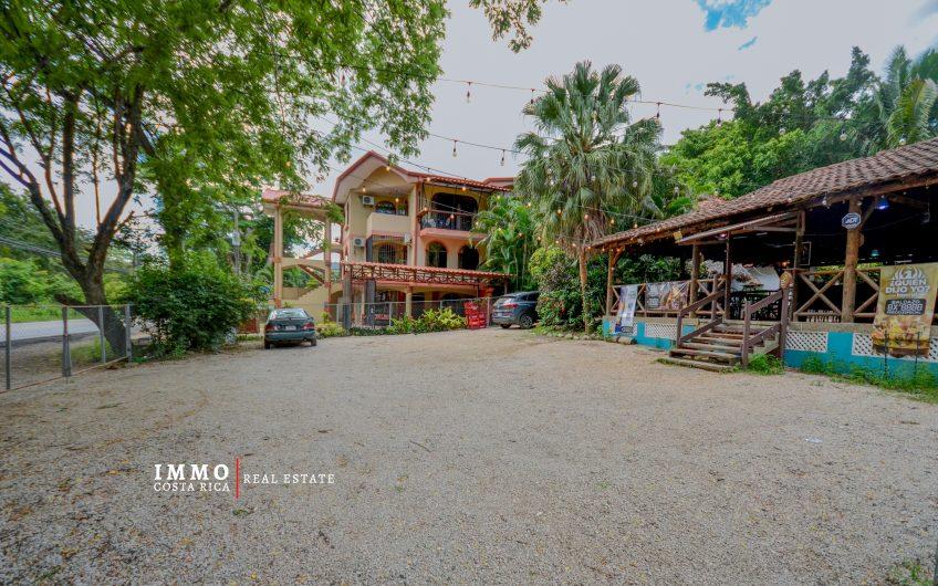 Restaurante / Bar por Brasilito y Playa Conchal muy bien ubicado: edificios y negocio