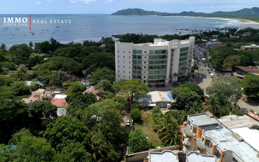 Fabulous apartments 50 M to the Beach with Pool in Tamarindo : 1 to 3 BRs, prices starting at $ 95 000