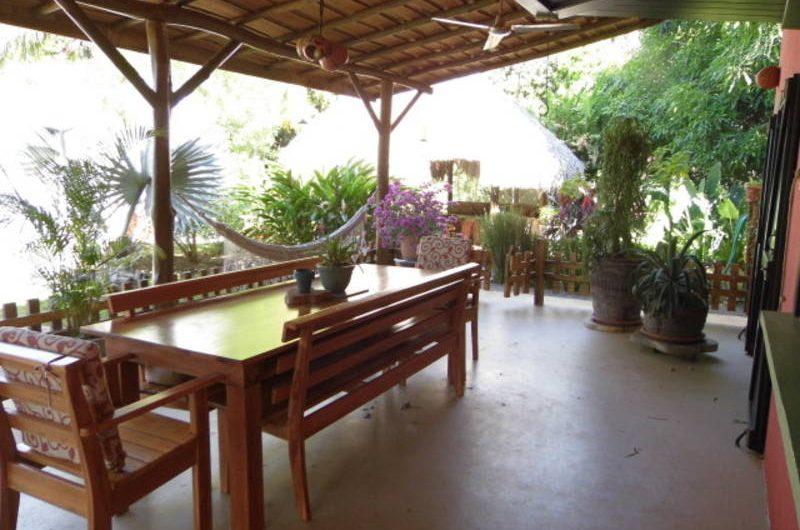 Hermosa propiedad con 4 villas y piscina a 6 min de Playa Tamarindo