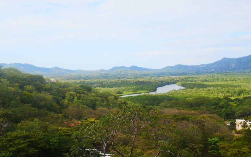 Lote con Vista al Mar para construir en una Comunidad Cerrada sobre Tamarindo
