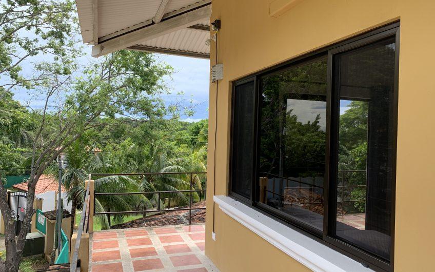 Beautiful 3BRs Duplex, walking distance to Tamarindo Beach
