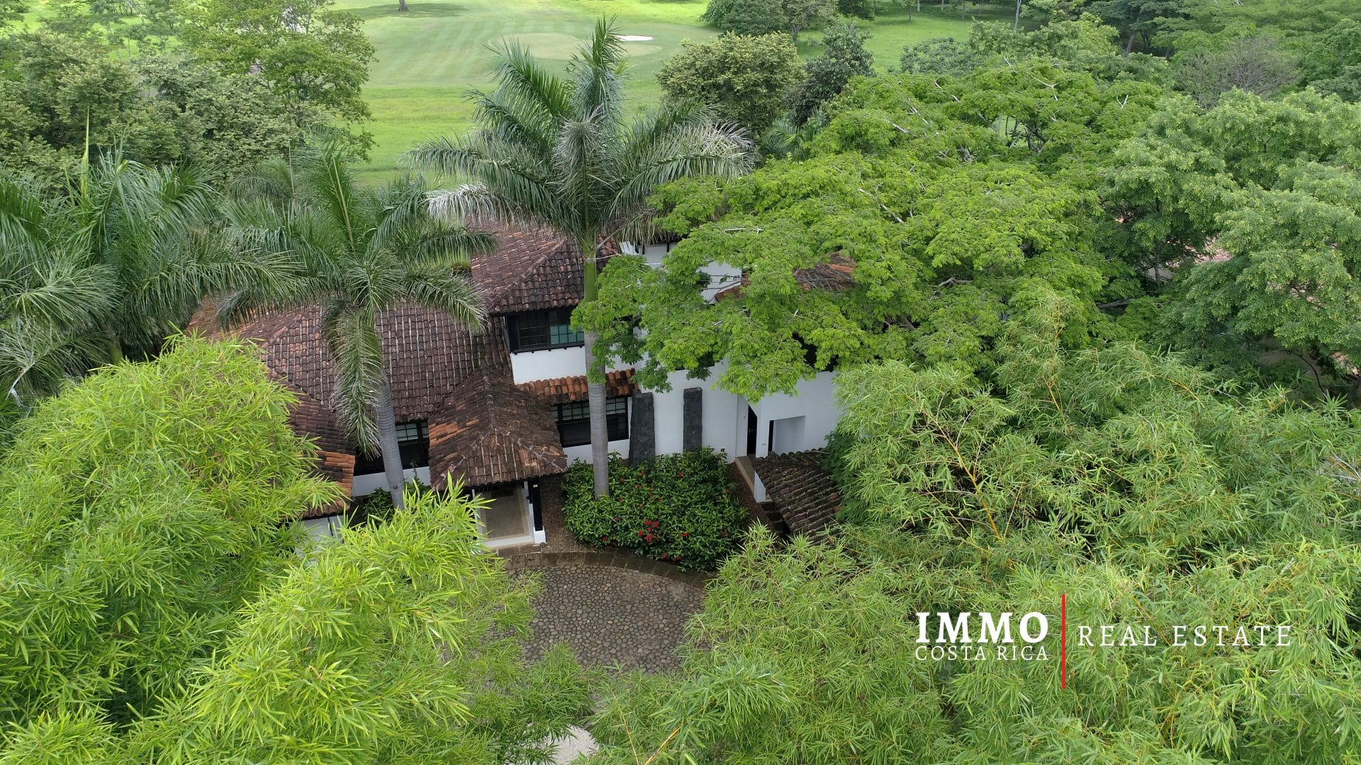 Very elegant and luxurious Family Home in Tamarindo, along the Hacienda Pinilla's Golf course