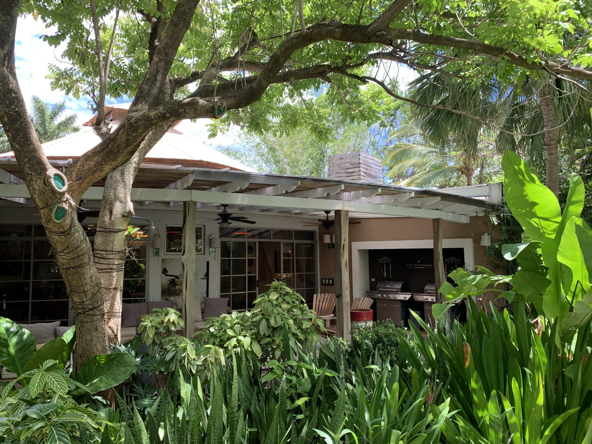 Outstanding property in Tamarindo Center: Income producer with 2 homes, 1 Apartement